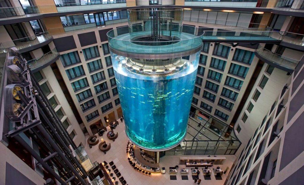 Лифт в аквариуме в Германии
