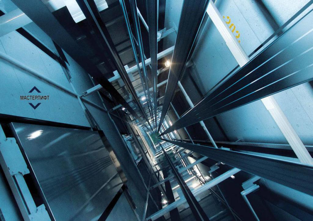 Что запрещается делать, если в шахту лифта упал предмет?